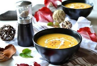 Red lentil, carrot and nutmeg soup