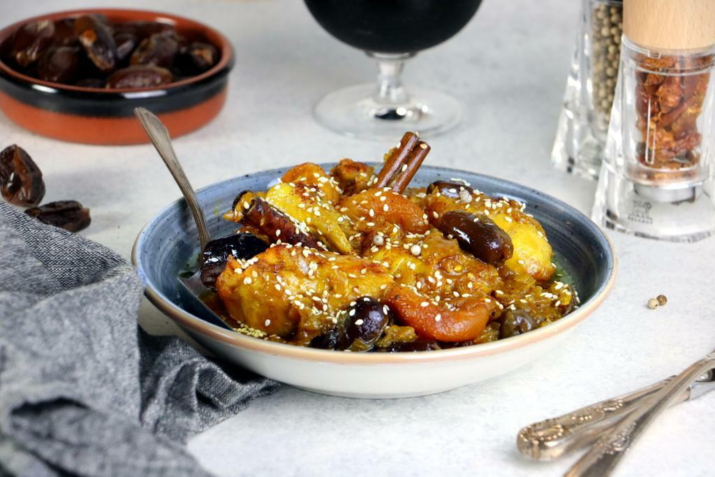 Chicken Tagine with Dried Fruits_landscape