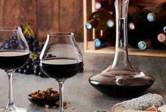 What wine accessories should you give to a wine lover? - Peugeot